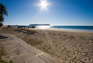 amata ngapali beach resort fli