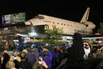 Shuttle Endeavour: Crowded streets