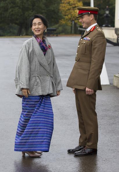 Aung+San+Suu+Kyi+Visits+London+DfSot2G1n10l
